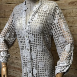 Buttoned lace shirt